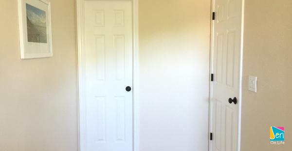 Install Bronze Door Knobs and Hinges to Update Your Space